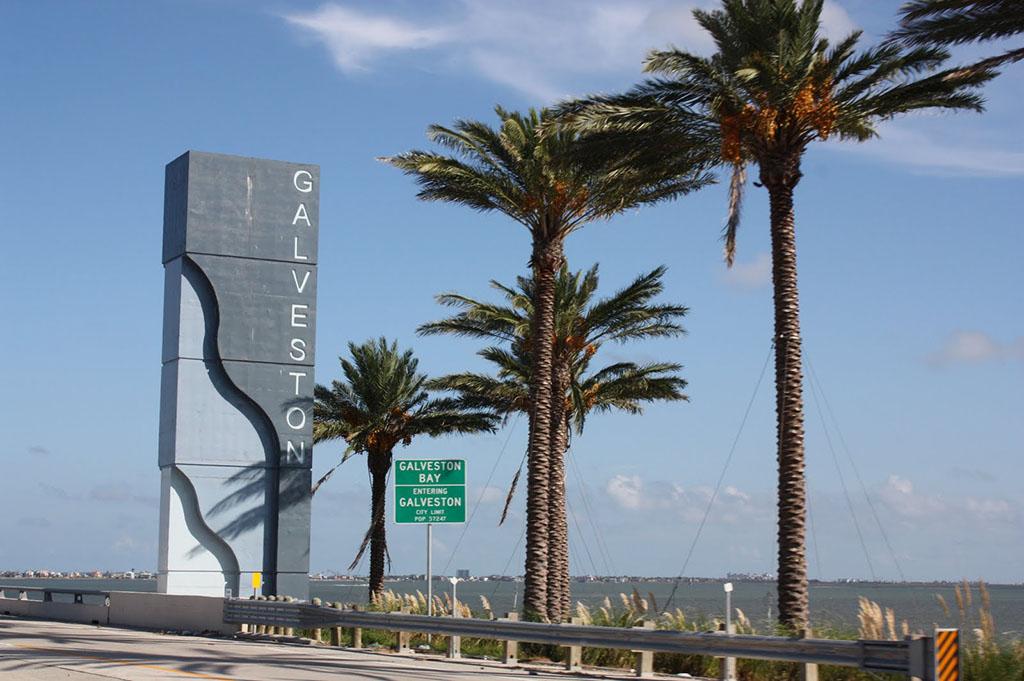Filler Good-EatsTexas--Galveston-Island-Good-Eats-Local-Travel-Guide-Logo--Mike-Puckett-DDM
